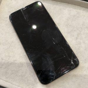 iPhoneXS液晶割れ